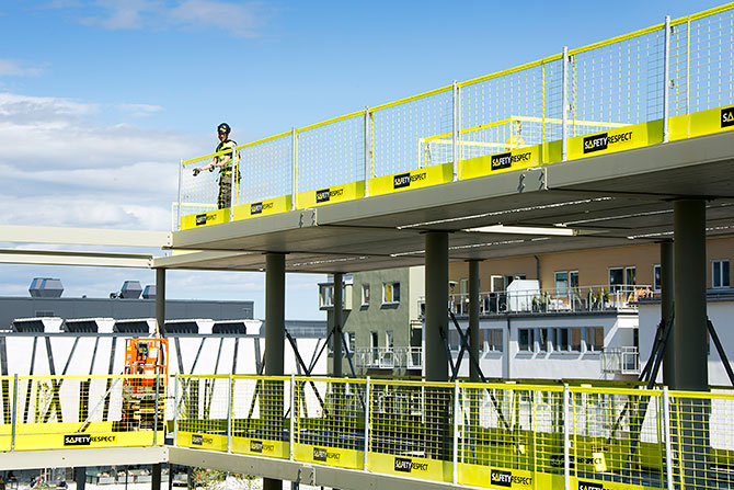 TS EN 13374 - İnşaatın tüm aşamalarına saha ekibimiz ile katılarak müşterimizin kusursuz bir kenar koruması sağlamasına yardımcı oluyoruz.